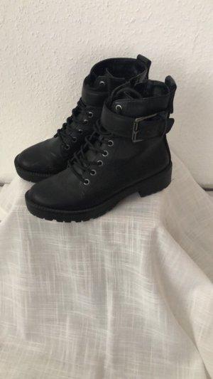 Schwarze Stiefel von Bershka