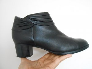 schwarze Stiefel von Caprice