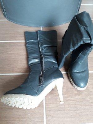 Schwarze Stiefel von Hollys