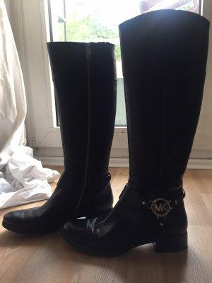 Schwarze Stiefel von Michael Kors mit silbernem Emblem und Reißverschlüssen