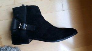 Schwarze Stiefelette aus Leder (wild und glatt)