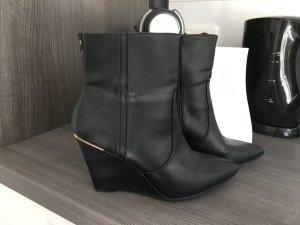 Schwarze Stiefelette