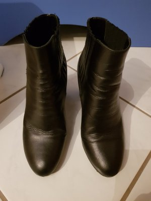 schwarze Stiefelette in Leder