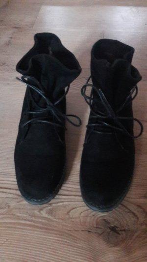 Patucos con cordones negro