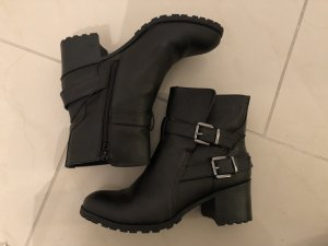 Schwarze Stiefeletten von JustFab