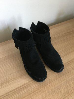 Schwarze Stiefeletten von Minnetonka