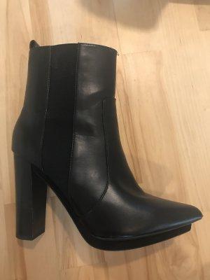 Schwarze Stiefeletten von Zara