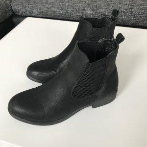 schwarze Stiefelleten, Ankleboots