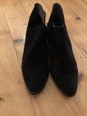 Schwarze Stiefelletten mit kleinem Absatz von Pieces Gr. 41
