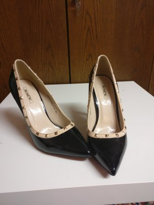Schwarze stilettos mit Nieten