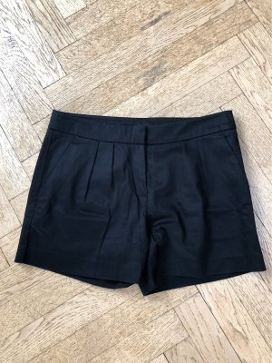 Schwarze Stoff Short