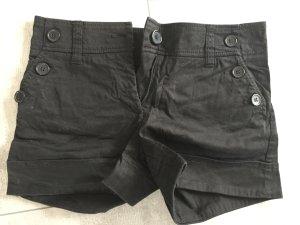 Schwarze Stoff short / Hot pant von H & M