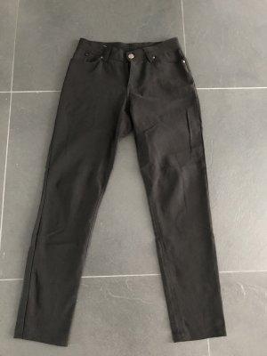 Schwarze Stoffhose aus Polyester Mischung.
