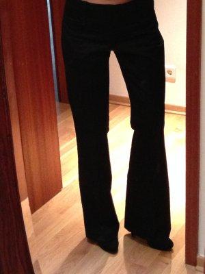 Schwarze Stoffhose mit Falte, Gr. 40