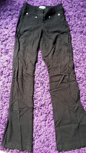 Schwarze Stoffhose mit Schlag vom Pimkie