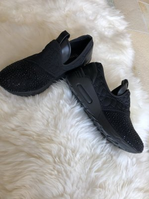 Schwarze Stoffschuhe