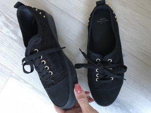 Schwarze Stoffschuhe mit Nieten von ZARA TRF