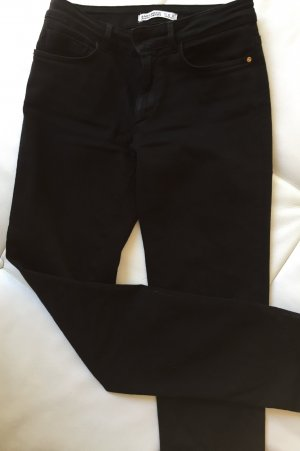 Schwarze Straight Leg und High-Waist Hose von Zara