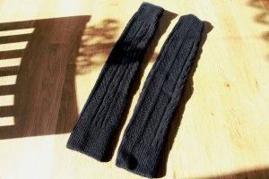 Schwarze Strick-Stulpen