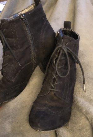 Schwarze stylische Stiefeletten