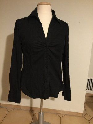 Schwarze taillierte bluse
