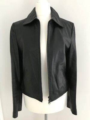Schwarze taillierte Lederjacke