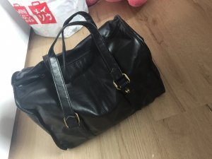 Schwarze Tasche aus Kunststoff