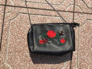 Schwarze Tasche bestickt Nieten Käfer Rosen