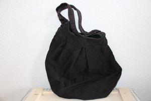 Schwarze Tasche in Beutelform