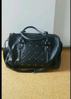 Schwarze Tasche mit goldenem detail