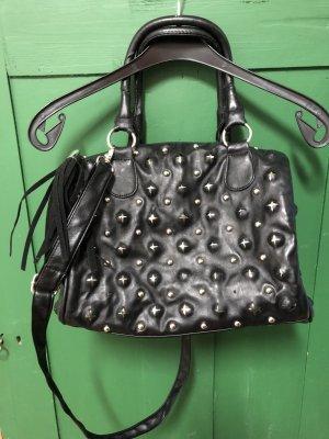 Schwarze Tasche mit silbernen versteckten Kugeln