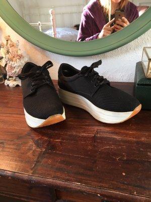 Schwarze Turnschuhe sneaker vagabond schwarz weiß Trend 90er dicke Sohle Absatz Buffalo Style  Plateau schwarz weiß