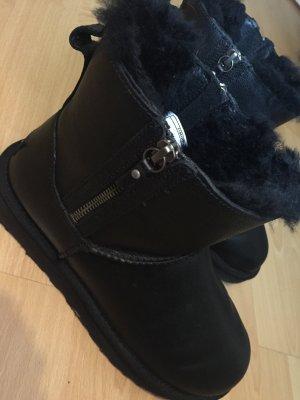 Schwarze UGG Australia Boots