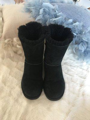 Schwarze Ugg boots mit Schleife