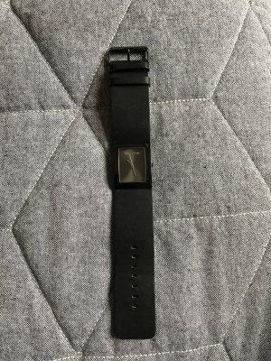Schwarze Uhr mit Lederband von Marc O'Polo