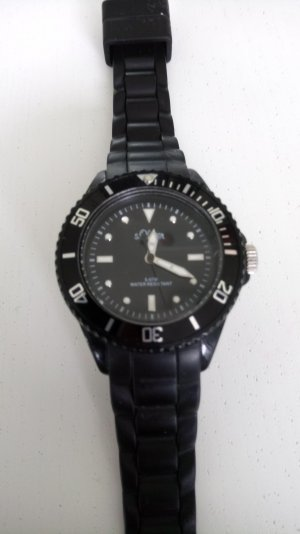Schwarze Uhr mit Silikonarmband