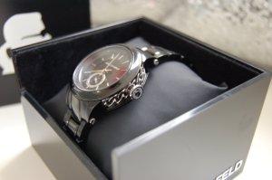 schwarze Uhr von Karl Lagerfeld