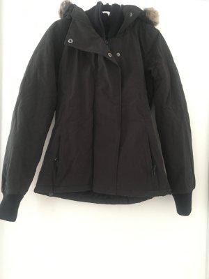 Schwarze warme Jacke