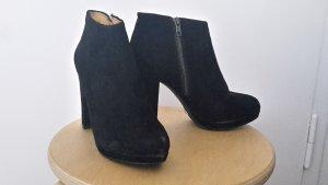 Schwarze Wildleder Ankle Boots Buffalo