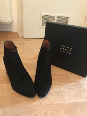 Schwarze Wildleder- Ankleboots