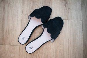 Schwarze Wildleder Pantoletten von H&M, Größe 42