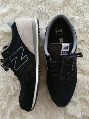 Schwarze Wildleder Sneakers von New Balance, Gr. 42/43