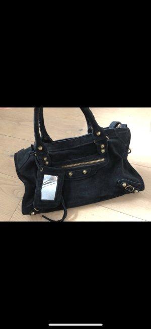 Schwarze Wildleder Tasche Trend Instagram Gold lookalike