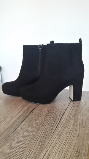 Schwarze Wildlederimitat Stiefeletten H&M
