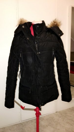 Schwarze Winter- Jacke mit Echtpelz und Kaputze