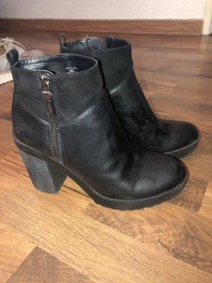 Bershka Wedge Booties black