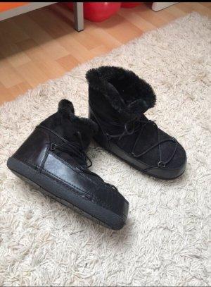 Schwarze Winterboots