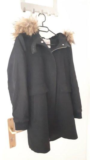Schwarze Winterjacke