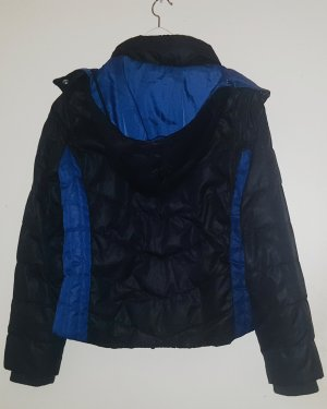 Schwarze Winterjacke/Daunenjacke mit blauen Details von LEVI'S Größe M