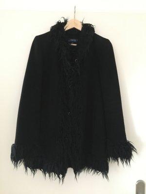 Schwarze Winterjacke mit Kunstfell